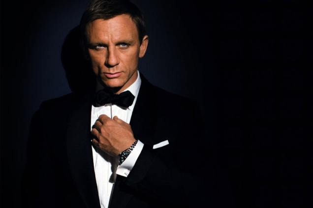 daniel-craig-signs-on-for-bond-1